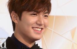Lee Min Ho khiến fan sướng rơn vì cầm mic lại sau 2 năm