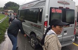 Liên tiếp xảy ra 2 vụ tai nạn giao thông khiến Quốc lộ 18 ùn tắc