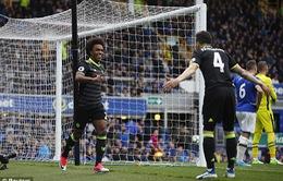 """Willian ấn định chiến thắng """"3 sao"""", Chelsea tiệm cận ngôi vô địch"""