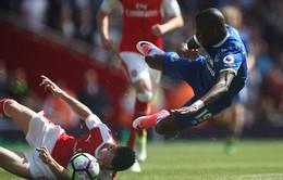 VIDEO Tấm thẻ đỏ từ rất sớm của Koscielny trong trận Arsenal - Everton