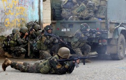 Philippines sử dụng vũ khí hạng nặng giao chiến với phiến quân