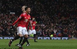"""VIDEO: Lingard sắm vai """"người hùng"""", Man Utd """"toát mồ hôi"""" giữ lại 1 điểm ở Old Trafford"""