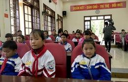 Trao 22 suất học bổng Niềm Tin Việt cho học sinh nghèo tỉnh Sơn La
