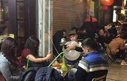 Người bán nghe ngóng thông tin TP Hà Nội xem xét cấm bán bóng cười