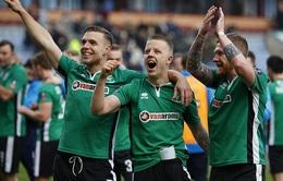 Đội bóng hạng năm gây sốc khi vào tứ kết FA Cup
