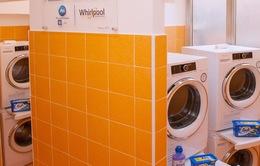 Giáo hoàng khai trương phòng giặt đồ miễn phí cho người nghèo