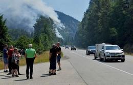 Canada: Cháy rừng lan rộng, hàng nghìn người phải sơ tán