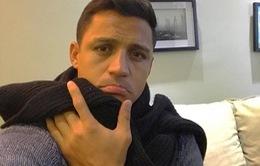 """Sanchez """"chơi chiêu"""", quyết không tập cùng Arsenal"""