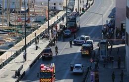 Đối tượng đâm xe vào hai bến xe bus ở Pháp có vấn đề tâm thần