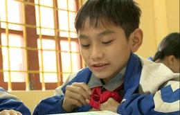 Niềm ham học đáng khâm phục từ cậu bé mồ côi