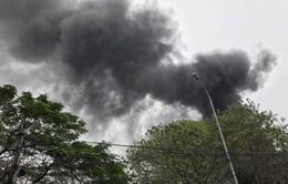 Dập tắt vụ cháy lớn gara ô tô tại Cầu Giấy, Hà Nội