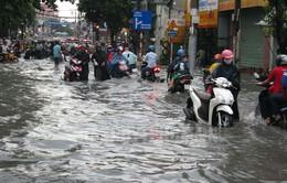 TP.HCM: Hàng loạt tuyến đường bị ngập sâu sau mưa lớn