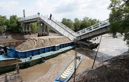 Giao thông tại Cà Mau tê liệt vì chậm khắc phục sự cố sập cầu