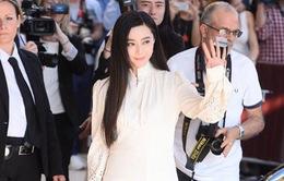 """Không diện váy long bào, Phạm Băng Băng vẫn đẹp """"thoát tục"""" trong ngày đầu ở Cannes"""