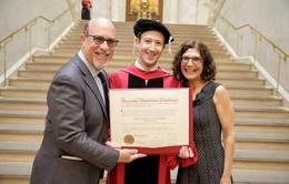 13 năm sau ngày bỏ học, ông chủ Facebook quay lại Harvard nhận bằng