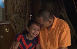 Bố ơi! Mình đi đâu thế?: Bố con Bào Ngư ôm nhau khóc nức nở vì nhớ nhà