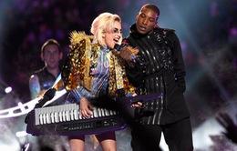 Lady Gaga kết đôi với Metallica tại Grammy 2017