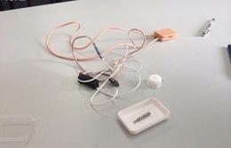 Đình chỉ thí sinh đầu tiên sử dụng tai nghe siêu nhỏ tại Hà Nội