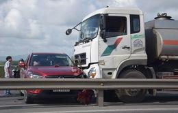 Xe bồn chở xăng đâm ô tô, Quốc lộ 1A ách tắc nhiều giờ