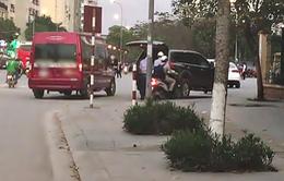 """Limousine """"dù"""" lộng hành ở nội thành Hà Nội ngay trong giờ cao điểm"""