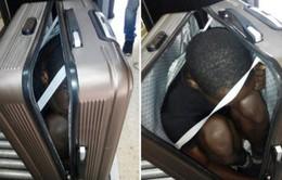 Buôn lậu thanh niên châu Phi tị nạn trong vali