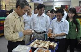 Hà Nội: Kiểm tra đột xuất các cơ sở sản xuất bánh trên phố Thụy Khuê