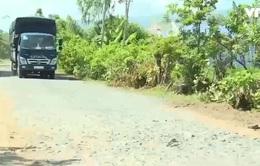 Khánh Hòa: Né trạm thu phí Cam Thịnh, xe phá nát đường dân sinh