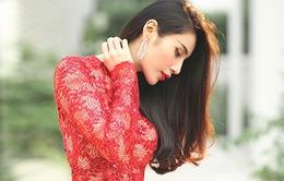 Thủy Tiên đẹp mê đắm trong sắc đỏ nồng nàn