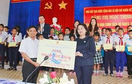 Phó Chủ tịch nước chúc Tết quân dân nơi biên giới tỉnh Kon Tum