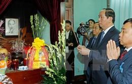 Chủ tịch nước dâng hương tưởng nhớ Bác Hồ tại Phủ Chủ tịch