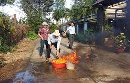 Người dân Đăk Lăk hoang mang vì nước giếng bùng cháy dữ dội