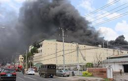 VIDEO Cháy ngùn ngụt tại công ty may ở Cần Thơ