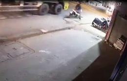Nam thanh niên vượt xe tải bị cán tử vong