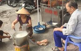 Người phụ nữ nấu cháo từ thiện miễn phí ở TP.HCM