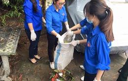 Thanh niên Hà Nội ra quân vệ sinh môi trường sau bão số 10