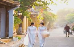 """Vẻ đẹp áo dài qua triển lãm """"Gió Hội An"""""""