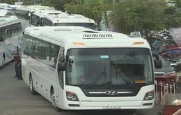 """Nha Trang """"bức bối"""" trước tình trạng quá tải bãi đỗ xe du lịch"""