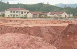 Sạt lở uy hiếp nhiều công trình, trường học tại Kon Tum