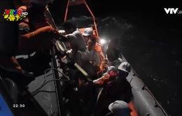 Tàu chở hàng của Anh cứu sống 5 ngư dân Bình Định gặp nạn
