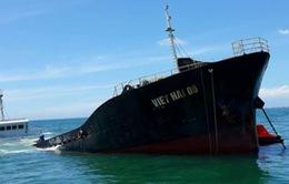 Thời tiết xấu ảnh hưởng công tác hút dầu ra khỏi tàu Việt Hải 06 chìm trên biển