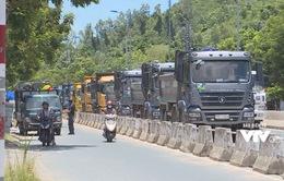 Né giờ cấm vào nội thị, xe xếp hàng dài trên lòng đường Nha Trang