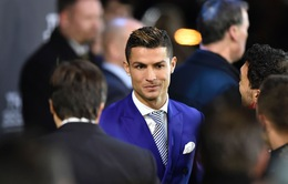 Ronaldo, Griezmann cùng dàn sao bóng đá khoe sắc trên thảm xanh của The Best