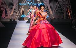 Ngắm những BST rực rỡ, quý phái đêm khai mạc Tuần lễ thời trang quốc tế Việt Nam Thu - Đông 2017