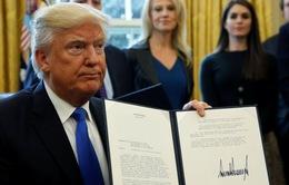 Tổng thống Mỹ ký ban hành 2 dự luật về phụ nữ