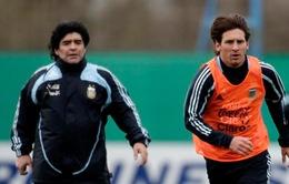 FIFA trừng phạt Messi: Diego Maradona đâm sau lưng El Pulga?