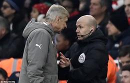 Wenger: Trọng tài thích thì đuổi tôi thôi