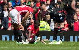 Man Utd trả giá cực đắt cho trận hòa trước Swansea