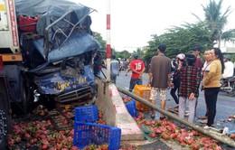 Người dân giải cứu tài xế kẹt cứng trong ô tô tai nạn
