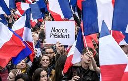 Nước Pháp vỡ òa chào đón Tổng thống trẻ nhất lịch sử