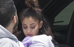 Ariana Grande tiều tụy khi xuất hiện sau vụ đánh bom tại Manchester